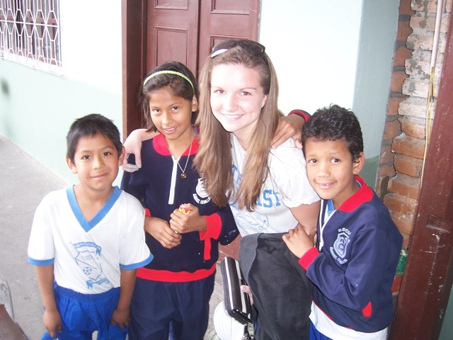 SU student with kids from Ecuador