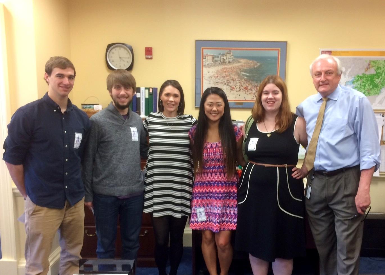 SU Honors Students with Senator Mathias